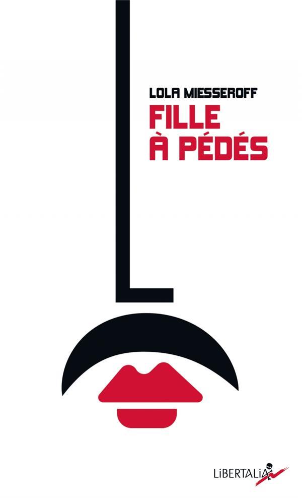FILLE A PEDES